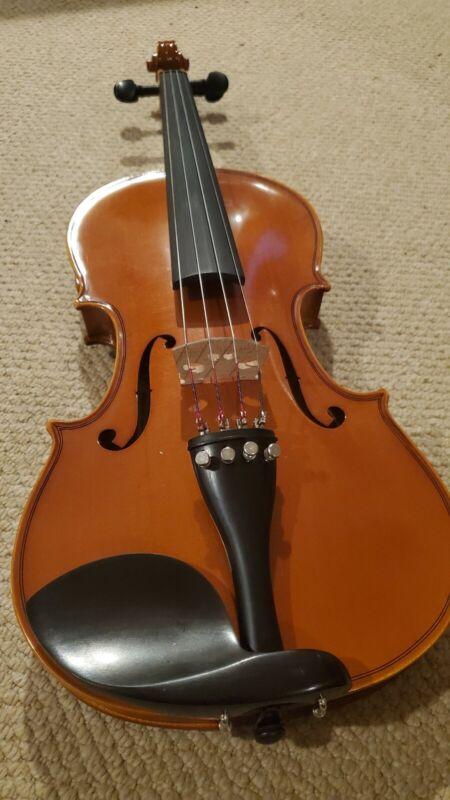 Yamaha 4/4 V5 Violin Used superb condition w/ Sandalwood bow. Nice fiddle