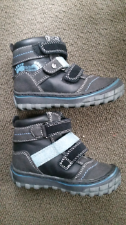 Toddler size 7 leather boots - As new condition