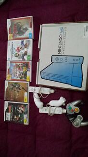 Nintendoo Wii + 2 controllers + 5 games