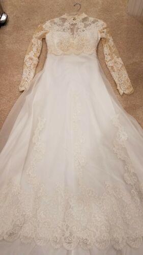 Vintage Wedding Gown w/ Veil & zipper storage bag Size 4