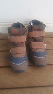 Kids snow boots Melton South Melton Area Preview