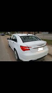 2013 Chrysler 200 Limited.Leather, sunroof, touchscreen, Loaded