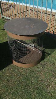 Round cocky cage