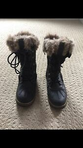 Size 4 Acton Winter Boots