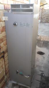 Gas water heater Secret Harbour Rockingham Area Preview