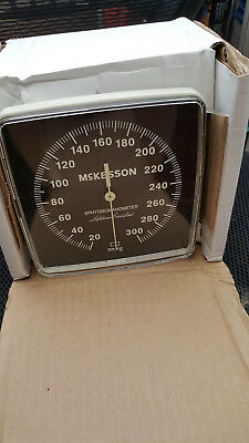 Welch Allyn 767 Series Wall Blood Pressure Gauge 7670-01 With Cuff
