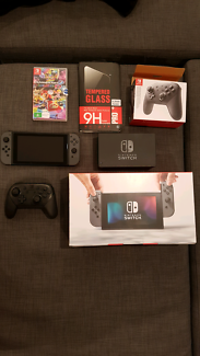 Nintendo switch, Mario kart, pro controller in perfect condition