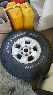 """31"""" 4wd tyre and rim Forrestdale Armadale Area Preview"""
