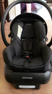 Black Maxi Cosi car seat/ infant seat