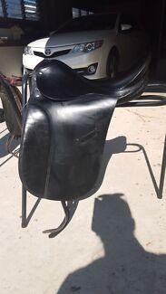 Black leather dressage saddle Brookfield Brisbane North West Preview
