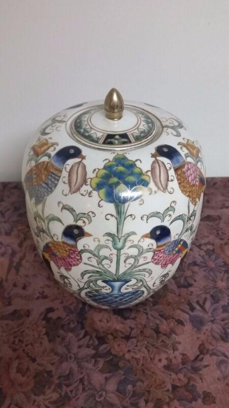 Hand Painted Fine Chinese Ceramic Porcelain Jar