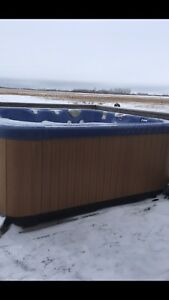 Great Lakes hot tub, new pump. Easy to move
