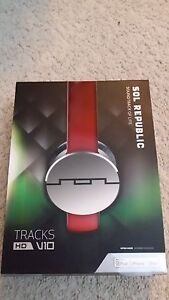 SOL-REPUBLIC-Tracks-HD-On-Ear-Headphones-Red-1241-03
