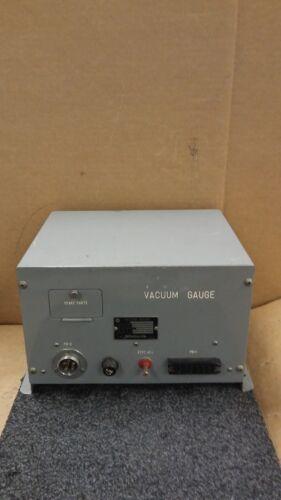 HITACHI Type P.G A.C 100 V D.C 0.3A Current Vacuum Gauge