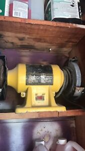 Bench grinder In great working condition 30$ obo