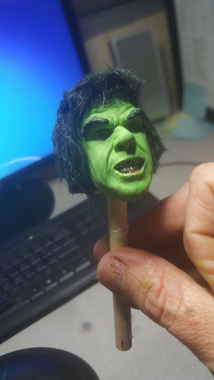 custom   lou hulk  head for 12 inch figure with rooted hair