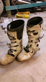 Size 13 tech 7 boots Parkwood Gold Coast City Preview