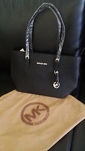 Womens handbag michael kors Roxburgh Park Hume Area Preview