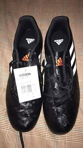 Soccer turf shoes