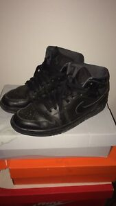 Nike air force mid top sz 10.5