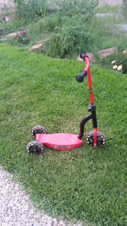 Three tire scooter for children