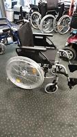 Neuware Rollstuhl Sitzbreite 44 cm Steckachsen Vollgummireifen Baden-Württemberg - Stockach Vorschau
