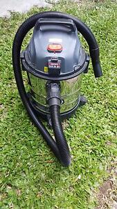 Ozito wet and dry vacuum Clayfield Brisbane North East Preview