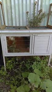Chicken/rabbit hutch Wyong Wyong Area Preview