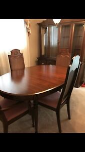 Complete Dining Room Set with Hutch!