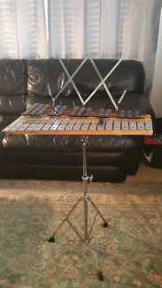 32 key glockenspiel with mallets, stand and case