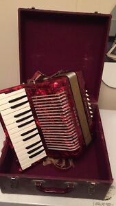 12 Bass Hohner Student II Accordian