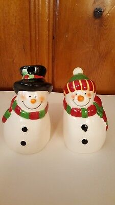 Salt And Pepper Shakers Christmass Holiday Decoration Mr. & Mrs. Snowman Ceramic ()
