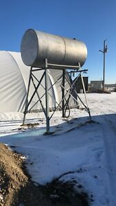 Large fuel tank with hose