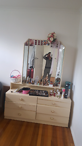 Dresser with mirror Mentone Kingston Area Preview