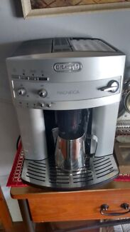 DeLonghi COFFEE MACHINE  **No messages only phone calls please**