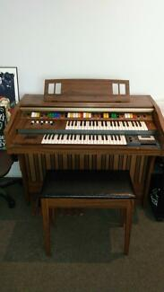 Kawai E220K Organ - with genuine Leslie Tremolo Speaker