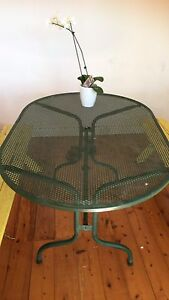 FREE metal outdoor table Manly Vale Manly Area Preview