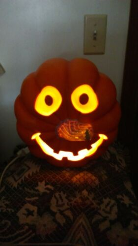 LARGE HALLOWEEN LIGHTED PUMPKIN IN OR OUT DOOR USE
