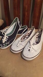 Keds ladies size 6 1/2 (navy and white)