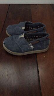 Tom's shoes - size 6 unisex