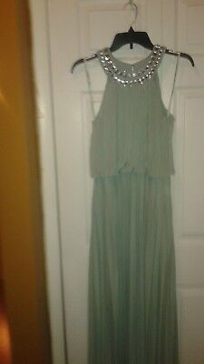 Cachet Evening Gown Formal Size 4  Mint Green  Jeweled Neckline  Pleats  Nwot