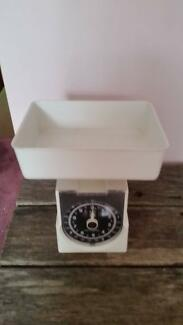 Vintage 1970 White Chef Kitchen Scales