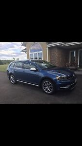2017 VW Golf Alltrack AWD fully loaded