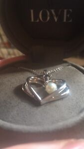 Pearl Necklace with sapphire and stainless steel chain