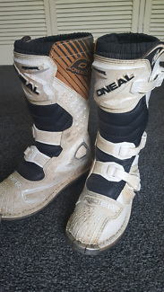 MX BOOTS size 6