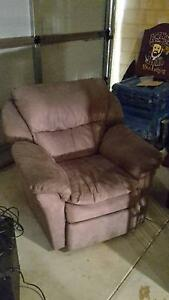 recliner chair good condition pickup only Kelmscott Armadale Area Preview