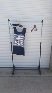 Extra strong, adjustable, postable clothes rack on wheels