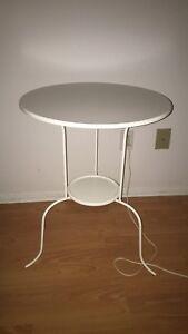 2 tables de chevet IKEA