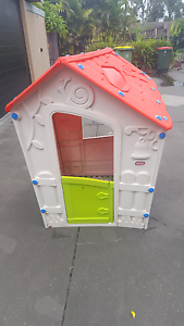 Kids cubby house Berkeley Vale Wyong Area Preview