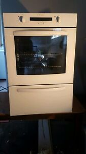 Westinghouse Wall oven with grill